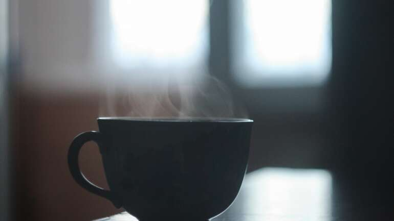 The benefits of drinking hot water